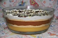 Doces camadas!!! Portuguese Desserts, Portuguese Recipes, My Recipes, Sweet Recipes, Cooking Recipes, Chocolates, Mousse, Coco, Sweet Tooth