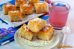 Арабский пирог  Басбуса — очень известная восточная сладость. По простому арабский манный пирог. Но в отличие от привычного нам вкуса манника, басбуса намного ароматней, вкус его богаче, структура пирога нежней. Он выходит влажным, поскольку пропитывается очень ароматным сиропом.  Рецептов приготовления басбусы существует очень много. Предлагаю такой ароматный вариант.