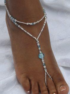 Cette sandales pieds nus était empreint, bleu givré, perles lampe travail Swarovski cristaux argenté entretoises daisy, argent et perles facettes tchèques en cristal et argent doublée de perles de verre. NOTE : Les bracelets de cheville sont une taille plus, sil vous plaît menvoyer un mail si vous avez besoin dune taille spécifique ! Si vous avez des questions, nhésitez pas à me contacter.