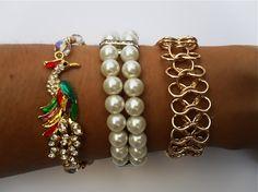 Conjunto de tres pulseras con perlas blancas,cuentas de cristal,strass en tonos dorados