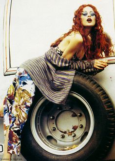 With her untamed, fiery hair and wine-colored lips, model Shalom Harlow exemplifies bohomian beauty in this 1993 Vogue editorial, shot by Ellen Von Unwerth and styled by Grace Coddington. Vogue Editorial, Editorial Fashion, Hippie Love, Hippie Chic, Hippie Style, Shalom Harlow, Ellen Von Unwerth, Model Outfits, Page Turner