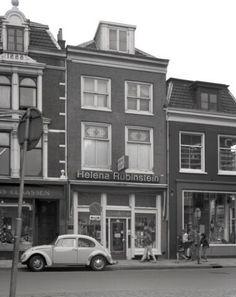 1974. Gezicht op de voorgevel van het huis Korte Jansstraat 18 te Utrecht.