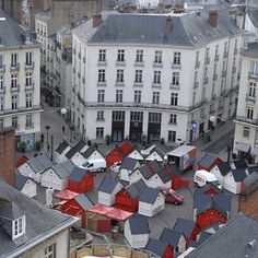 Le marché de Noël s'installe place Royale. #depuisSaintNicolas #Nantes #Nantesfr