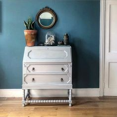 Lovely chalk painted vintage bureau in Paris grey. This piece is in good vintage condition with some wear here and there. If needed ask for details. Priced accordingly. No returns. Delivery available in parts of Chalk Paint Furniture, Find Furniture, Paris Grey, Hand Painted, Vintage, Ireland, Delivery, Diy, Painting