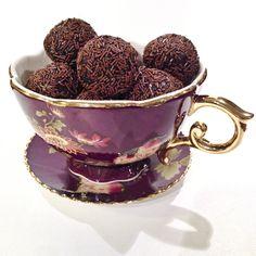 Punsjboller/romkuler. http://tessasdesign.blogspot.no/2013/12/punsjbollerromkuler.html