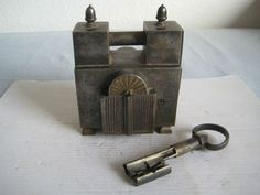 Antique Keys, Antique Coins, Vintage Keys, Door Knobs And Knockers, Knobs And Handles, Door Handles, Under Lock And Key, Key Lock, Vintage Door Knobs