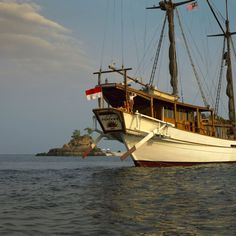 Silolona is a modern incarnation of a traditional Indonesian sailing ship. http://www.xoprivate.com/yachting/silolona/ With black sails billowing in the wind, Silolona is modern classic, full of history and character, yet equipped with the latest technologies #xoprivate #travel #lifestyle www.xoprivate.com