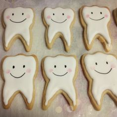 cookies à la molar tooth sugar cookies smile teeth molar Cut Out Cookies, Cute Cookies, Sugar Cookies, Frosted Cookies, Decorated Cookies, Biscuits, Cookie Frosting, Retirement Parties, Party Desserts