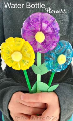 Bottle Flowers Craft for Kids Water Bottle Flowers Craft for Kids - Easy to do and perfect for Mother's Day, spring or summer crafts.Water Bottle Flowers Craft for Kids - Easy to do and perfect for Mother's Day, spring or summer crafts. Water Bottle Flowers, Water Bottle Crafts, Kids Bottle, Water Bottle Art, Water Themed Crafts, Kids Water Bottles, Plastic Bottle Crafts Flowers, Bottle Bottle, Bottle Caps