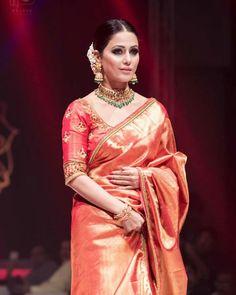 Indian Bridal Fashion, Indian Wedding Outfits, Indian Outfits, Sari Blouse Designs, Bridal Blouse Designs, Dress Indian Style, Indian Dresses, Saree Trends, Stylish Sarees