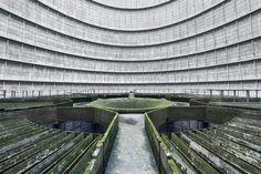Pénétrez à l'intérieur d'un tour de refroidissement abandonnée, de quoi se sentir tout petit | Buzzly