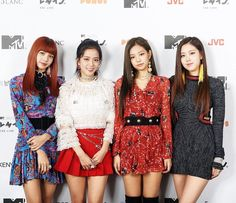 #BLACKPINK #JISOO #JENNIE #LISA #ROSÉ I love Rose's outfit but…""