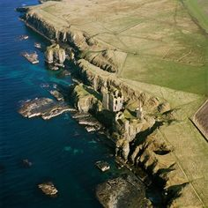 The imposing ruins of Castle Sinclair Girnigoe, in Caithness, Scotland: Built by William Sinclair, the 2nd Earl of Caithness, between 1476 & 1496. In 1577.