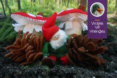 Kabouter en paddenstoelen met dennenappels. www.vrolijkeviltvriendjes.nl