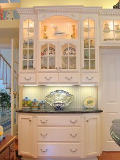 Traditional Kitchen L Shaped Kitchen Banquette Design, Pictures, Remodel, Decor and Ideas - page 43 Kitchen Hutch, Kitchen Cabinet Styles, Home Decor Kitchen, Home Kitchens, Kitchen Design, Kitchen Ideas, Kitchen Banquette, Eclectic Kitchen, Diy Kitchen
