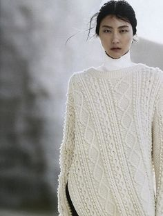 opaqueglitter: Ji Hye Park by Emma Tempest For Vogue Russia July 2013 Knitwear Fashion, Knit Fashion, Love Fashion, Vogue Russia, Sweater Weather, Vintage Patterns, Autumn Winter Fashion, Lana, Street Style