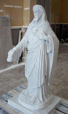 Tallado plieges del manto y túnica, plano lateral-delantero, fase previa a pulimentado