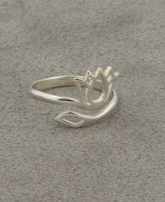 Lotus Ring...would match my bracelet
