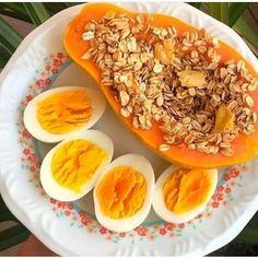 """2,320 Me gusta, 29 comentarios - 📍Recetas Saludables💪 (@_recetas_saludables_) en Instagram: """"- 2 huevos cocidos - 1/2 papaya con granola (sin azúcar) Créditos: @alinebraga  - REGALAME UN…"""" Coco, Cantaloupe, Fruit, Instagram, Sugar Free Granola, Boiled Eggs, Healthy Recipes, Diet, Food Food"""
