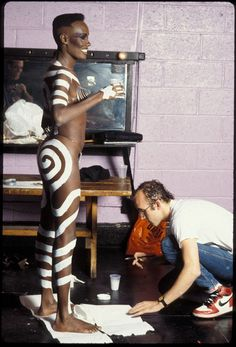 Keith Haring body painting Grace Jones in New York City, Photos by Tseng Kwong Chi Grace Jones, Keith Haring, Jm Basquiat, James Rosenquist, Pittsburgh, Divas, Tv Movie, Afro Punk, Amazing Grace
