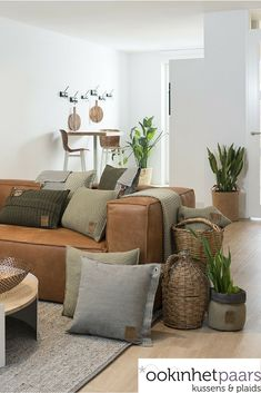 New Living Room, Home And Living, Living Room Furniture, Living Room Decor, Living Room Inspiration, Cool Rooms, Soft Furnishings, Decoration, Interior Design