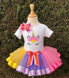 unicorn tutu toddler,unicorn tutu girls,unicorn tutu with ribbon,unicorn tutu for babies, unicorn tutu baby girl, tutu new born The t-shirts are cotton and the skirts are made of tulle and statin ribbon. The skirt has an elastic waist band. All sales are final. W do not accept