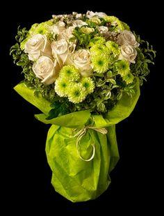 KLIMT Elegante bouquet de Rosas blancas. * Bouquet de 12 rosas fotografiado. www.mardeflores.com #enviodefloresmadrid