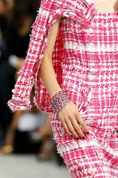 Chanel Spring 2014 Ready-to-Wear Accessories Photos - Vogue  (Fraying ends)