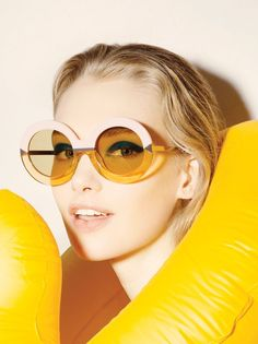 The designs are inspired by the paintings of David Hockney #oculos #sunglasses