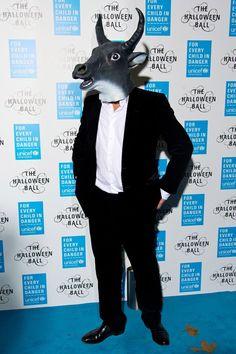 Pin for Later: Holt euch bei den Stars Inspiration für euer Halloween-Kostüm Hugh Grant als Ochse