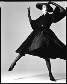 Les Annèes 1950 manteau jupe chapeau escrpin et gants Christian Dior (personal collection Azzedine Alaia)