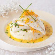 Découvrez la recette Turbot au beurre d'orange et purée de céleri au lait de coco sur cuisineactuelle.fr.