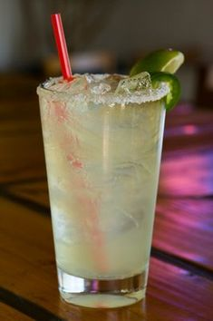 I can't stand how syrupy sour mix is. Best margarita recipe - No Sour Mix No Simple Syrup Tequila Drinks, Bar Drinks, Non Alcoholic Drinks, Cocktail Drinks, Beverages, Fun Cocktails, Coffee Drinks, Best Margarita Recipe, Margarita Recipes