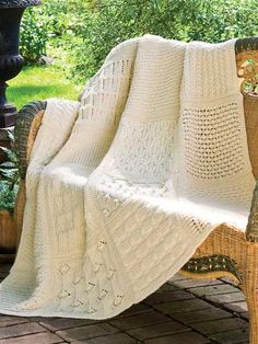 Helping Hands Afghan  Looks like lots os fun to knit,where cab  n I get instructions!