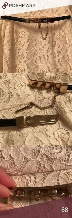 """Skinny belt This belt is very stylish and unique. Has 3 rings to adjust size. Then the attached metal bar goes through the hole (if that makes sense). Size M/L . Measures approximately 27"""" Forever 21 Accessories Belts"""