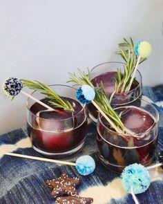 DIY Hanukkah Pom Pom Drink Stirrers Hanukkah Crafts, Hanukkah Decorations, Festive Cocktails, Holiday Drinks, Holiday Recipes, Cocktail Party Food, Tea Party, How To Celebrate Hanukkah, Drink Stirrers