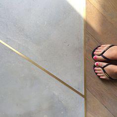 Floor love. #justtherightamountofbling @lonelylingerie @havaianas_nz