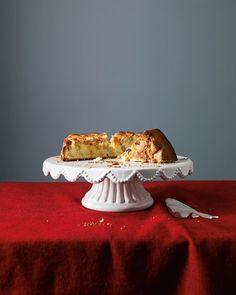 Zeit für den ersten Rhabarberkuchen des Jahres, findet unsere Köchin, und empfiehlt ein Rezept, das sich beliebig variieren lässt.
