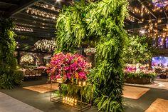 Lais Aguiar elaborou uma decoração de casamento em clima de jardim na Sociedade Hípica Paulista. A assessoria foi de Flavia Boutros.