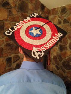 """Class of 2014 Assemble"" Captain America Graduation Cap i have found my dream cap 8th Grade Graduation, Graduation Cap Designs, Graduation Cap Decoration, Kindergarten Graduation, College Graduation, Graduation Gifts, Superhero Backdrop, Cap Decorations, Holiday Crafts For Kids"