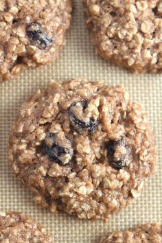 Clean-Eating Oatmeal Raisin Cookies -- these skinny cookies don't taste healthy at all! You'll never need another oatmeal cookie recipe again! Agave is NOT clean eating. Healthy Cookies, Healthy Sweets, Healthy Baking, Healthy Foods, Healthy Oatmeal Recipes, Oatmeal Cookie Recipes, Protein Recipes, Protein Foods, High Protein