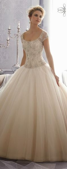 Gorgeous! This wedding dress will definitely knock you off your feet with its sheer gorgeousness.