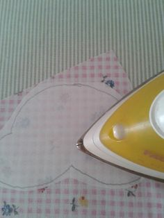 21 Ideas for como hacer aplicaciones patchwork Patchwork Tiles, Baby Patchwork Quilt, Patchwork Cushion, Crazy Patchwork, Blue Quilts, Applique Quilts, Tutorial Patchwork, Applique Tutorial, Butterfly Quilt Pattern