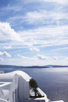 Cycladic architecture and beautfiul views of the deep blue sea. Katikies Hotel Santorini