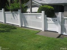 This type of photo is surely an inspirational and superb idea Country Landscaping, Front Yard Landscaping, Picket Fence Gate, White Picket Fences, Timber Fencing, Outdoor Fencing, Brisbane, Queenslander House, Front Garden Landscape
