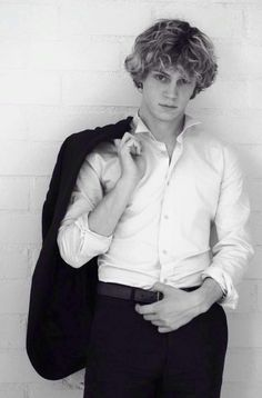 Even peters is so hot... even in american horror story!!!