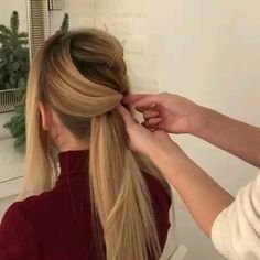 Long hairstyle idea with video tutorial Long Curly Hair Hairstyle Idea Long tutorial video Cute Hairstyles Updos, Face Shape Hairstyles, Bob Hairstyles For Fine Hair, Teen Hairstyles, Trending Hairstyles, Hair Upstyles, Hair Videos, Hair Trends, Curly Hair Styles