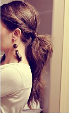 Cute simple pony tail. Totally made for my hair!!!!!!!!! I love you Pinterest. <3