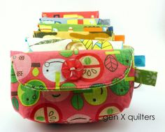 March 2013 6 standing keychain clutches by AM of Gen X Quilters, via Flickr~ michellepatterns.com