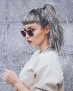 70 estilos, ideas y colores de cabello gris - Frauen Mode Pelo Color Gris, Hairstyles With Bangs, Cool Hairstyles, Silver Grey Hair, Aesthetic Hair, Ombre Hair, Hair Dos, Hair Trends, Hair Inspiration